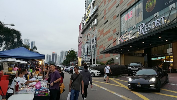 Monday: Open-Air Night Market - Pasar Malam